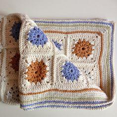 Handmade cotton crochet baby blanket by goedidhandwerk