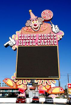 Old Circus Signs | Circus Circus has an old-school neon sign in front of its property on ...