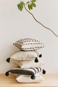 Wool Pillows, Velvet Cushions, Diy Pillows, Throw Pillows, Pillow Ideas, Handmade Pillows, Decorative Items, Decorative Pillows, Black And White Pillows