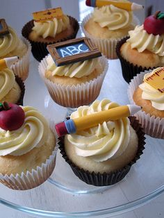 @KatieSheaDesign ♡♡ #CupCakes♡♡   cupcakes for the teachers :)