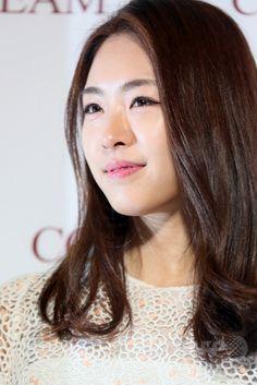 韓国・ソウルで行われた、化粧品ブランド「SK-II(エスケーツー)」のイベントに臨む、女優のイ・ヨニ(2015年2月10日撮影)。(c)STARNEWS ▼13Feb2015AFP|女優イ・ヨニ、SK-IIのイベントに登場 http://www.afpbb.com/articles/-/3039510 #이연희 #李沇熹 #Lee_Yeon_hee