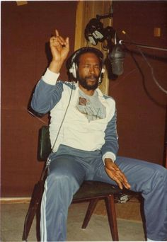 """Marvin Gaye was a soul singer-songwriter with Motown in the and He produced his own records and often addressed controversial themes. Singer Marvin Gaye, also known as the """"Prince of Soul,"""" Music Icon, Soul Music, Indie Music, Baba Vanga, Estilo Rihanna, Ropa Hip Hop, Afro, Soul Singers, Old School Music"""