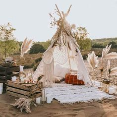 Wildromantischer Boho-Chic im Tipi – Hochzeitswahn – Sei inspiriert – Party Ideas Bodas Boho Chic, Unique Baby Shower Themes, Estilo Boho, Chic Wedding, Tepee Wedding, Bohemian Wedding Reception, Wedding Lounge, Wedding Ideas, Bridal Shower