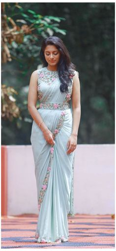 Trendy Sarees, Stylish Sarees, Fancy Sarees, Half Saree Designs, Fancy Blouse Designs, Saree Blouse Designs, Sari Design, Indian Fashion Dresses, Indian Gowns Dresses