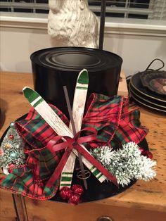 Ski Snowman Hat Centerpiece Holiday Hats, Christmas Hat, Christmas Angels, Christmas Wreaths, Christmas Arrangements, Christmas Party Decorations, Christmas Projects, Christmas Crafts, Top Hat Centerpieces