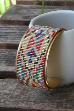 Celtic Knot Jewelry, Jewelry Knots, Seed Bead Jewelry, Bead Jewellery, Bead Loom Bracelets, Woven Bracelets, Wire Wrapped Bracelet, Bead Loom Patterns, Beaded Jewelry Patterns