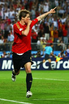 Fernando Torres Photos - Fernando Torres of Spain celebrates the opening goal during the UEFA EURO 2008 Final match between Germany and Spain at Ernst Happel Stadion on June 2008 in Vienna, Austria. - Germany v Spain - UEFA EURO 2008 Final Football Soccer, Football Players, Uefa Euro 2008, Most Popular Sports, Football Photos, Sport Icon, Coming Home, Cristiano Ronaldo, Spain