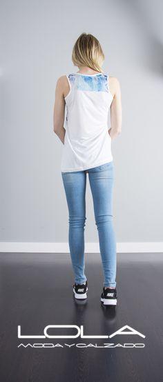 Prepara tu verano con estilo.  Pincha este enlace para comprar tu camiseta en nuestra tienda on line:  http://lolamodaycalzado.es/primavera-verano/610-camiseta-de-tirante-ancho-blanco-y-estampado-salsa.html