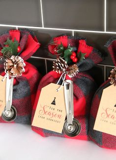 These cookie mix gift sacks make an adorable handmade Christmas gift, and they'r. - These cookie mix gift sacks make an adorable handmade Christmas gift, and they'r. These cookie mix gift sacks make an adorable handmade Christmas gi. Neighbor Christmas Gifts, Easy Diy Christmas Gifts, Neighbor Gifts, Holiday Fun, Christmas Holidays, Christmas Decorations, Diy Gift Ideas For Christmas, Vegan Christmas, Scottish Christmas Gift Ideas