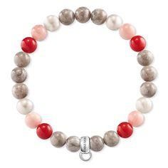 THOMAS SABO charm bracelet from the Sterling Silver Collection. With cultivated freshwater pearls, rose-coloured and red bamboo coral and jasper, this warmly-hued Charm Club bracelet is guaranteed to add late-summer flair to the wrist. Complemented with personally-selected Charm pendants, it lends its wearer expressive personality. [Artikeltabelle]Category:charm bracelet Material:925 Sterling silver Stones:freshwater pearl, treated red bamboo coral, treated pink bamboo coral, jasper…