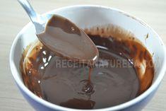 Calda de chocolate low carb e também vegana. Você pode usar para cobrir bolos, tortas e muffins. Receita - CALDA DE CHOCOLATE FIT DE MICROONDAS / Low Carb