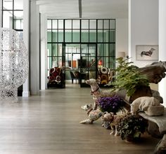 Hydrangea Hill Cottage: Loving the artful designs of Kit Kemp!  Crosby Street Hotel lobby with Peter Clark art on the wall.