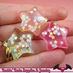 They are transparent but have iridescent glittery stars in them. The pictures really dont do them justice. Glitter Stars, White Glitter, Uv Resin, Resin Art, Resin Jewelry, Jewelry Crafts, Jewellery, Nim C, Kawaii Jewelry