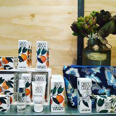 Perfumería natural sin parabenos No testada en animales Compra salud para tu piel Coffee, Drinks, Natural, Shopping, Corporate Gifts, Special Gifts, Orange, Fur, Health