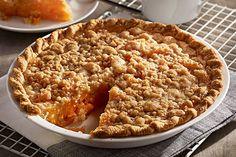 Serve up this delectable Apricot Crumble Pie for dessert tonight. This Apricot Crumble Pie includes tapioca, brown sugar and fresh apricots. Apricot Pie, Apricot Recipes, Apple Crisp Recipes, Kraft Recipes, Pie Recipes, Sweet Recipes, Dessert Recipes, Just Desserts, Delicious Desserts