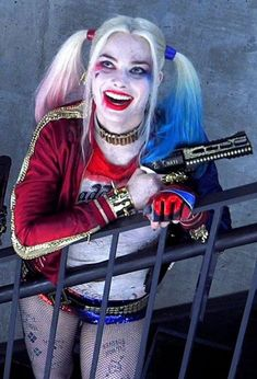 Harley Quinn and the Joker romanticize domestic abuse — Sonoma State Star – The university's student-run newspaper Joker Y Harley Quinn, Harley Quinn Drawing, Harley Quinn Halloween, Margot Robbie Harley Quinn, Joker Cosplay, Harley Quinn Cosplay, Suicide Squad, Margo Robbie, Harely Quinn