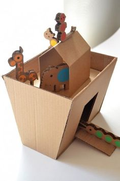 A simple and cute DIY cardboard Noah's ark Bible School Crafts, Bible Crafts For Kids, Vbs Crafts, Church Crafts, Sunday School Crafts, Bible Activities, Activities For Kids, Cardboard Crafts, Paper Crafts