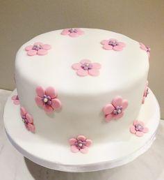 Elegant pearl flower cake