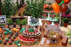 Dinosaur Birthday Party, 3rd Birthday Parties, 2nd Birthday, Jurassic World Cake, Lego Jurassic, Festa Jurassic Park, Police Party, Dinosaur Train, Party Table Decorations