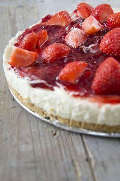Vandaag deel ik jullie mijn heerlijke recept voor MonChoutaart. MonChoutaart is een taart die bij ons altijd favoriet is. Het maakt niet uit welke overheerlijke taart ik erbij maak, de MonChou gaat altijd als een speer. Natuurlijk kun je de taart uit het welbekende pakje maken, maar het is helemaal niet moeilijk om hem helemaal zelf te... LEES MEER...