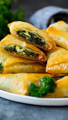 Homemade spanakopita with a savory spinach and feta filling wrapped up in flaky pastry triangles. Vegetarian Recipes, Cooking Recipes, Healthy Recipes, Vegetarian Pastries, Savoury Pastry Recipe, Spanakopita Recipe Puff Pastry, Spinach Puff Pastry, Phyllo Dough Recipes, Quiche Recipes
