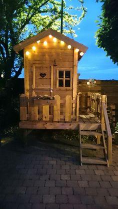 Mijn eigen gemaakt speelhuisje voor mijn dochter.