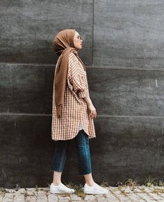 Hijab styles 771663717383287523 - Image may contain: 1 person, standing Source by Modern Hijab Fashion, Street Hijab Fashion, Hijab Fashion Inspiration, Muslim Fashion, Modest Fashion, Fashion Outfits, Modest Outfits Muslim, Hijab Casual, Hijab Outfit