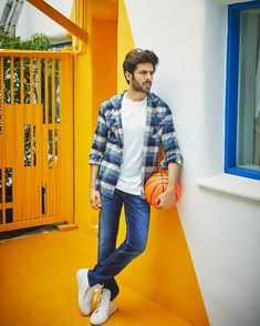 Karthik Aaryan - Xpensive Bollywood Images, Indian Bollywood, Bollywood Stars, Cute Actors, Handsome Actors, Handsome Boys, Indian Celebrities, Bollywood Celebrities, Indian Idol