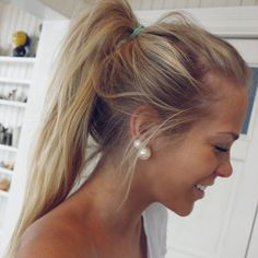 Why don't my ponytails ever look this sexy?