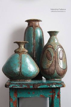 Inexpensive, elegant and versatile, pottery is a worthwhile addition to your home, and you should definitely consider getting some for your interior design project. Pottery is used to decorate diff… Ceramic Pots, Glass Ceramic, Ceramic Clay, Pottery Painting, Pottery Vase, Ceramic Pottery, Thrown Pottery, Slab Pottery, Art Du Monde