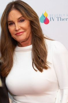 The Truth About Caitlyn Jenner's Plastic Surgery Addiction – Designerzcentral Plastic Surgery Addiction, National Enquirer, Kardashian Family, Cold Hearted, Child Face, Her Smile, Olympians, Losing Her, Disappointment