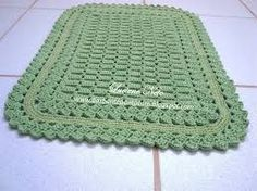 Resultado de imagem para tapete de barbante Yarn Crafts, Blanket, Knitting, Crochet Rugs, Patterns, Crochet Carpet, Diy And Crafts, Handmade Crafts, Green Mat