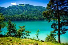 Der Fuschlsee liegt im Salzkammergut im Salzburger Land. Lake Mountain, Australia Travel, Lakes, Austria, Highlights, Tours, Mountains, Car, Nature
