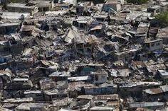 En este terremoto hubo 200.000 muertos y 250.000 heridos aproximadamente.