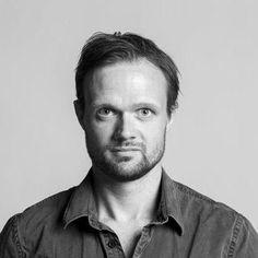 Morten Vestergaard (f. 1976) er journalist, og han har arbejdet på Jyllands-Posten siden 2006. Han er kandidat i historie og journalistik fra Roskilde Universitet og bachelor i Nordisk Sprog og Litteratur fra Aarhus Universitet. Morten Vestergaard har skrevet bogen Pigen fra Auschwich (2011) om Arlette Andersen, der overlevede et år i koncentrationslejren Auschwich - og som i dag bor på en villavej i Fredericia. Pigen fra Auschwich har solgt 20.000 eksemplarer.