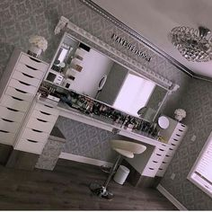 Makeup rooms - GLAM ROOM ✨ My dream Makeupbysooni vanity finally came to life! Thank you to my amazing father for making… Makeup Room Decor, Makeup Rooms, Makeup Studio Decor, Beauty Room Decor, My New Room, My Room, Room Art, Sala Glam, Salon Interior Design