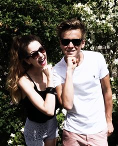 Joe Sugg: Grace facing with Zoe Sugg Grace Helbig