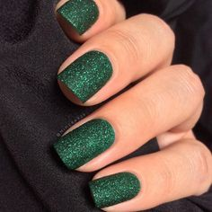 Forgot to post my Emerald green nails from the monotone collab yesterday. Green Nail Art, Green Nails, Christmas Manicure, Holiday Nails, Prom Nails, Wedding Nails, Nails 2018, French Nails, Cute Nails