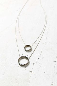 Swinging Circles Pendant Necklace - Urban Outfitters