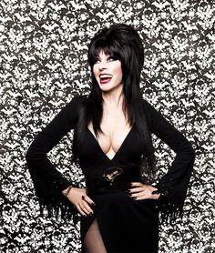 Elvira, mistress of the dark (we all know I love to show cleavage) Cassandra Peterson, Dark Beauty, Gothic Beauty, Elvira Movies, Blond, Pin Up, Valley Girls, Goth Girls, Mistress
