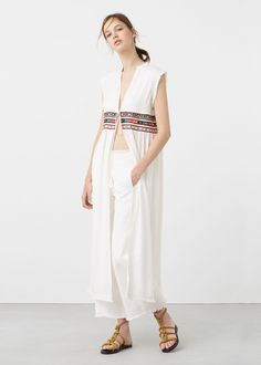 Latest trends in women's fashion. Discover our designs: dresses, tops, jeans, shoes, bags and accessories. Geometric Embroidery, Moda Boho, Long Vests, Estilo Boho, Boho Fashion, Womens Fashion, Ideias Fashion, Vintage Ladies, Latest Trends