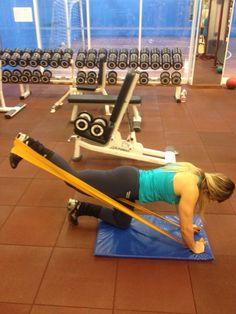 5 exercícios para fazer com a faixa elástica