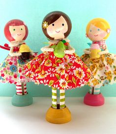 """clothespin dolls-wonder how she got the big heads? I like the """"feet"""" base so they'll stand up Wood Peg Dolls, Clothespin Dolls, Clothespin Crafts, Craft Stick Crafts, Crafts For Kids, Arts And Crafts, Clothes Pegs, Operation Christmas Child, Kegel"""
