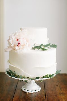 Two tiered cake with single peony. Clarke Couture Cakes. Photography: Ashley Largesse Photography - ashleylargesse.com/