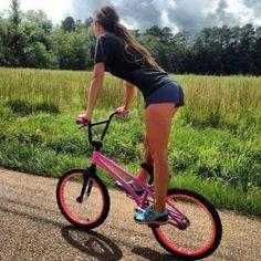 Beach Cruiser Bikes, Cruiser Bicycle, Dirt Bike Girl, Bicycle Girl, Bmx Gt, Bike Suit, Bmx Freestyle, Female Cyclist, Cycling Girls