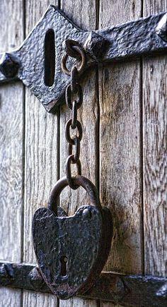 cerrojos para puertas antiguas