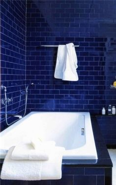 Cobalt Blue Bathroom Tile The Pink Pagoda: Blue and White Monday: Navy Walls Bad Inspiration, Bathroom Inspiration, Interior Inspiration, Navy Walls, Blue Tiles, Bathroom Interior, White Bathroom, Design Bathroom, Modern Bathroom