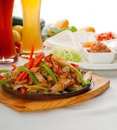 Serve Chicken Fajitas for your Cinco de Mayo Fiesta! Turkey Recipes, Meat Recipes, Mexican Food Recipes, Chicken Recipes, Cooking Recipes, Healthy Recipes, Recipe Chicken, Healthy Menu, Healthy Dishes