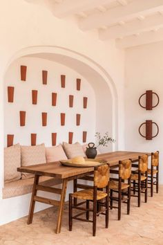 Two new hotels in Menorca that are making it the destination of the summer. Designed by Dorothee Melilizchon, the new interiors of Menorca Experimental combined terracota with beige and cream. A long wooden table with a built in bench in the wall. Casa Hotel, Dining Chairs, Dining Table, Dining Room, Interior Architecture, Interior Design, Interior Work, Design Design, Turbulence Deco