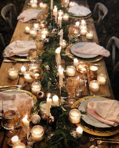 60 Extraordinary Winter Table Decoration You Can Make Whether it be wedding table settings, black tie or prom, how to dress a table is an important detail to […] Christmas Table Settings, Christmas Table Decorations, Wedding Table Settings, Holiday Tables, Thanksgiving Table, Wedding Decorations, Wedding Tables, Noel Christmas, Christmas Wedding